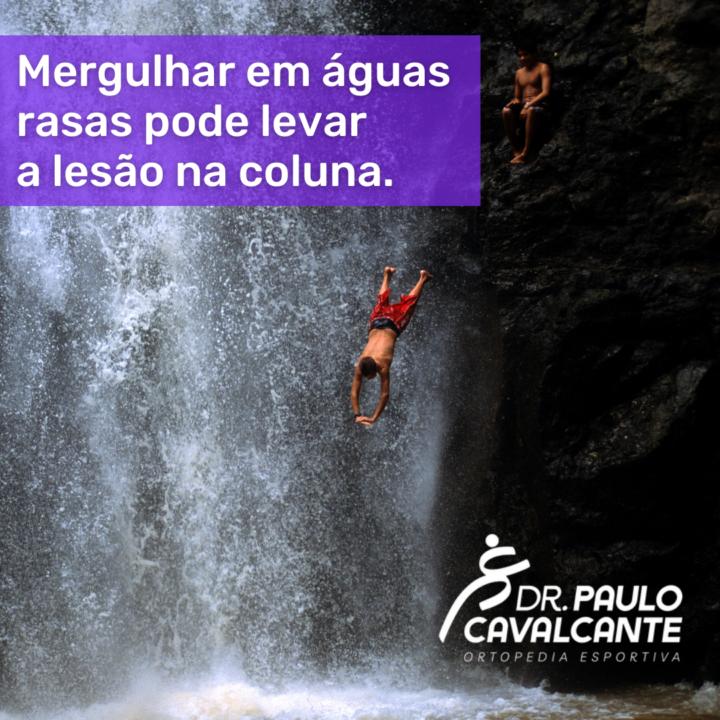 Mergulhar em águas rasas pode levar a Lesão na Coluna.